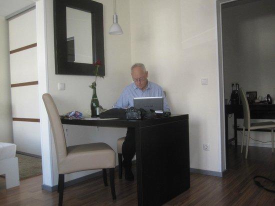 My Place: Möjlighet arbeta eller äta på rummet