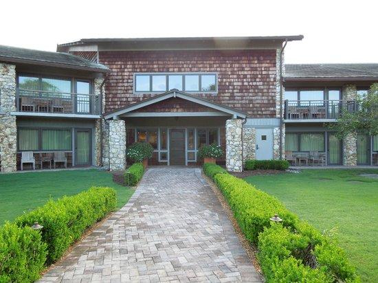 Arnold Palmer's Bay Hill Lodge: Uma das entradas para os apartamentos.