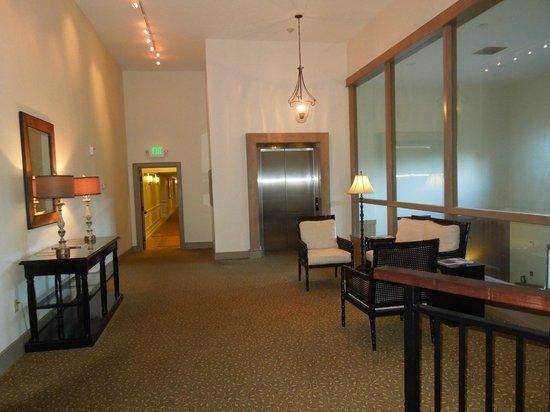 Arnold Palmer's Bay Hill Lodge : indo para o quarto