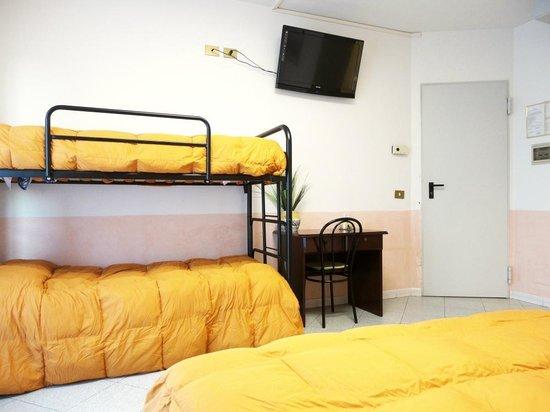 Eurhotel: Camera Tripla: Letto Matrimoniale + Letto Singolo