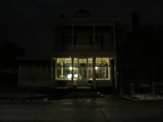 The Boxwood Inn: Outside in the Evening