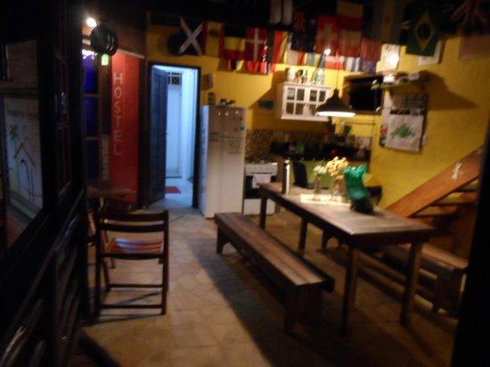 Biergarten Hostel: Cozinha e banheiros