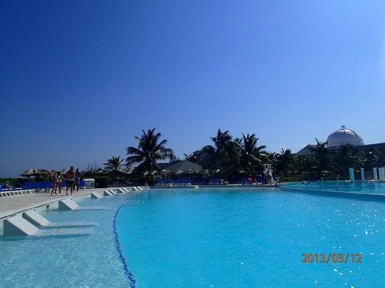 Grand Palladium Jamaica Resort & Spa: we only stayed at main pool which was heaven for us!!!! never croweded at all !