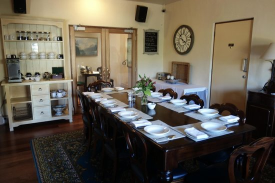 Browns Boutique Hotel : Spacious and cozy breakfast room