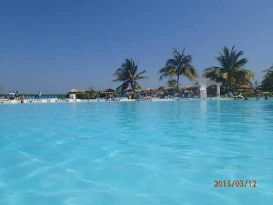Grand Palladium Jamaica Resort & Spa: another main pool picture