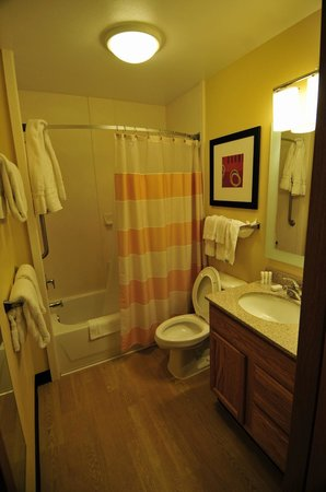 TownePlace Suites Fresno: Bathroom