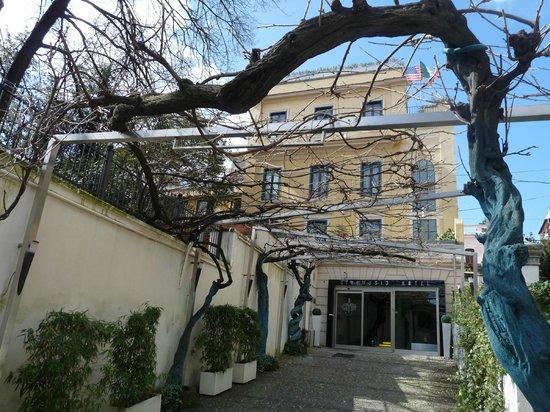 Best Western Cinemusic Hotel: L'hôtel en fond de cour
