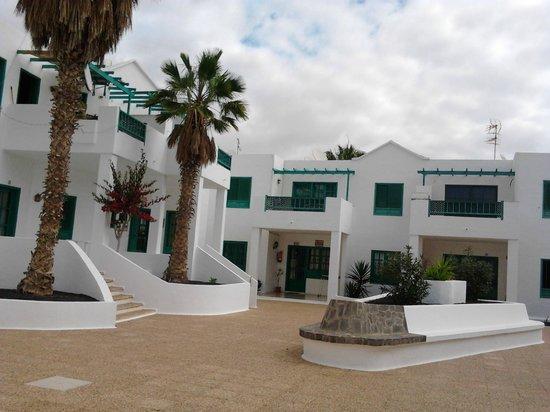 Luz y Mar Apartments: Entrance to apartments from Reception