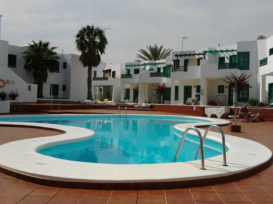 Luz y Mar Apartments: Photo of our room taken from other side of pool, near snack bar