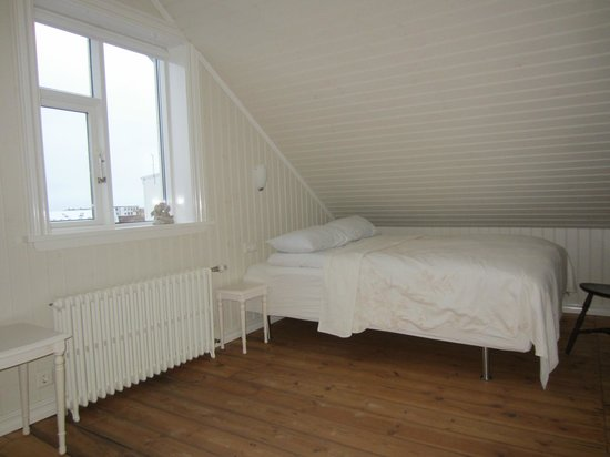 Egils Guesthouse: Bedroom on second floor