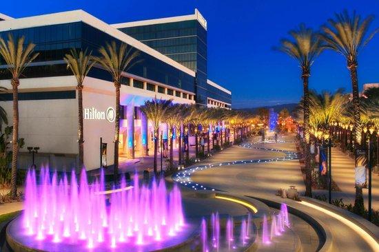 Hilton Anaheim : Anaheim Hotel near Disneyland