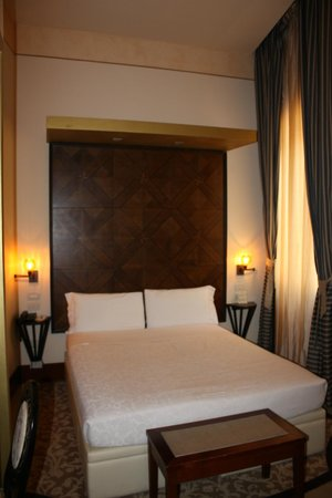 Hotel Dei Dragomanni: Our bed