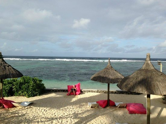 La Maison D'ete Hotel: vue depuis la piscine vers la mer
