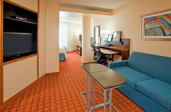 Fairfield Inn & Suites Austin South : King Suite