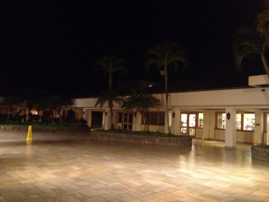 Sheraton Maui Resort & Spa: another open area within the resort