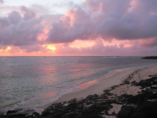 La Maison D'ete Hotel: vue du levé du soleil depuis la plage