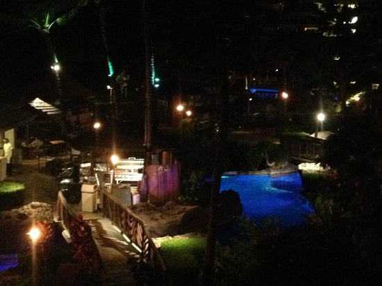 Sheraton Maui Resort & Spa : View of the resort at night