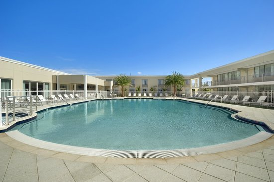 Ramada Venice Hotel Venezia: Beach Entry Heated Pool