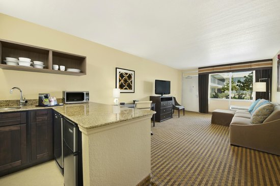 Ramada by Wyndham Venice Hotel Venezia: Suite Guest Room Living Room and Wetbar