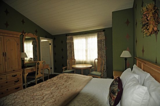 Sea Otter Inn: Bedroom