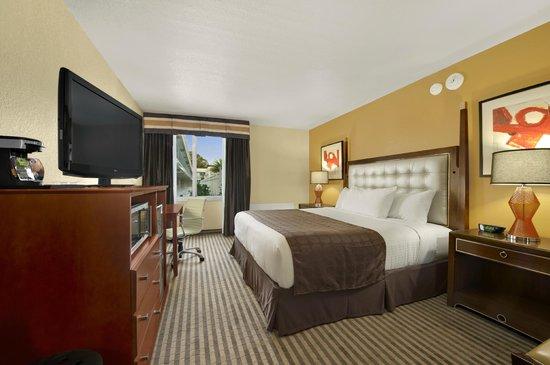 Ramada by Wyndham Venice Hotel Venezia: King Guest Room