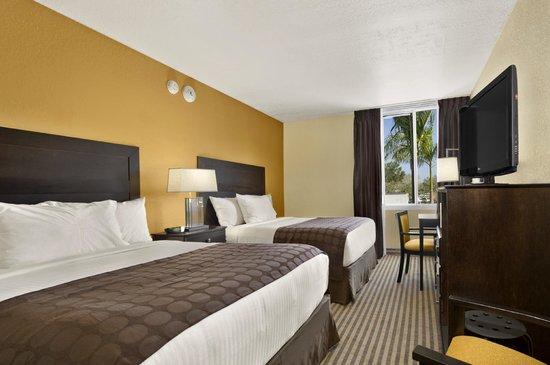 Ramada by Wyndham Venice Hotel Venezia: Double Queen Guest Room