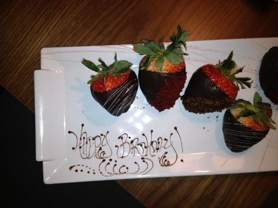 Langham Place, New York, Fifth Avenue: Happy Birthday Strawberries