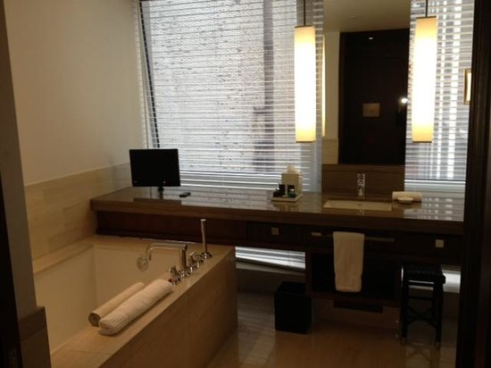 Langham Place, New York, Fifth Avenue: Standard King Bath - Tub & separate Rain Shower