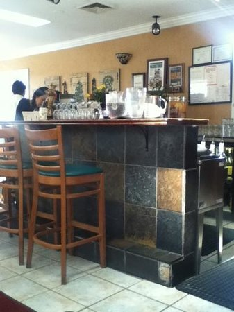 Vaso's Kitchen: The small bar fun in the evening....