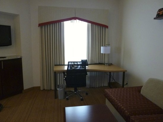 Residence Inn Dallas DFW Airport South/Irving: Residence Inn DFW South/ Irving - desk area/ living area