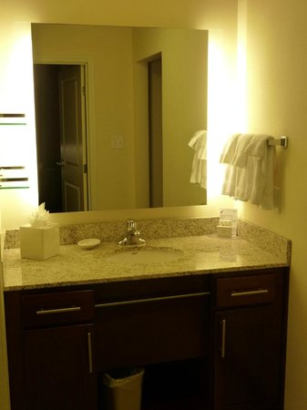 Residence Inn Dallas DFW Airport South/Irving: Residence Inn DFW South/ Irving - bathroom vanity