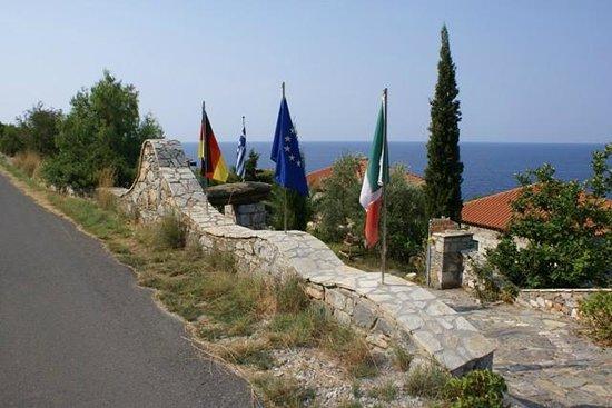 Agios Dimitrios, Yunani: Είσοδος συγκροτήματος
