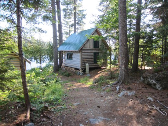 Gorman Chairback Lodge and Cabins: Our cabin right on the lake