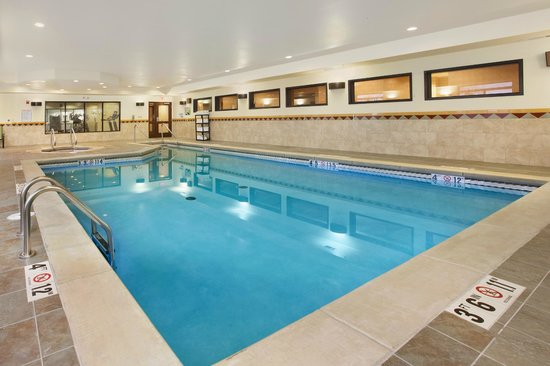 Wingate By Wyndham Tulsa : Indoor Pool Area with Hot Tub