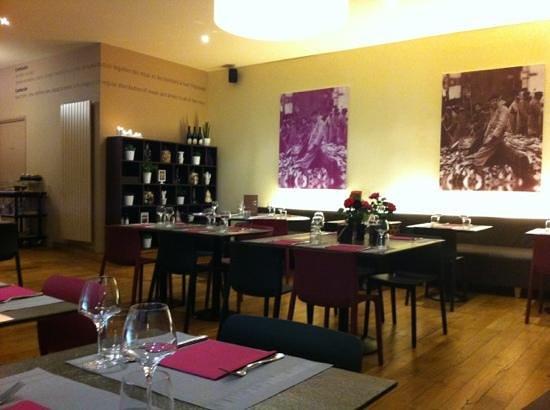 Le Cambusier : la salle moderne et chaleureuse
