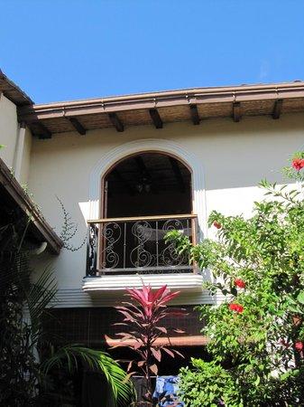 Casa Cubana: Looking up from courtyard to Saffron Room