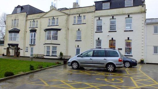 Winford Manor: hotel exterior