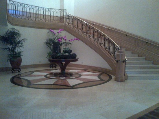 Four Seasons Hotel Las Vegas: Grand staircase to the ballroom level.