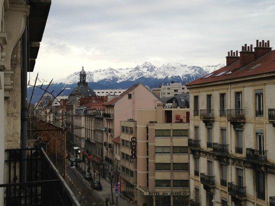 Hotel Suisse Et Bordeaux: Vue depuis une chambre du 4éme étage
