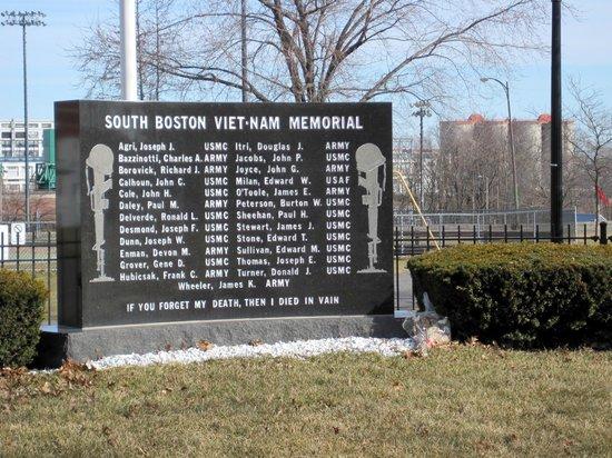 Sullivan's : South Boston Monument
