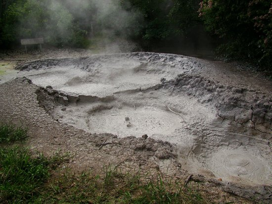 Hacienda Guachipelin: Volcanic activity, Pailas de Barro
