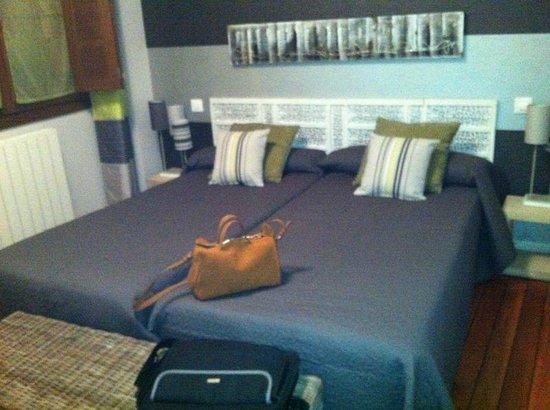 Apartamentos Turisticos Ezcaray: Una de las habitaciones del apartamento La Argolla, es precioso