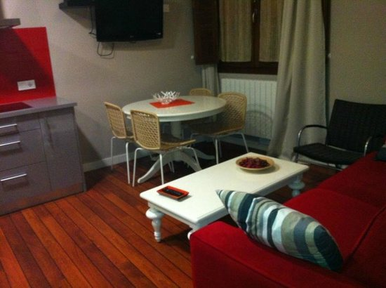 Apartamentos Turisticos Ezcaray: Es parte del Salón del apartamento La Argolla