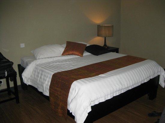 โรงแรมบลู ทังก์: Clean room, but no views