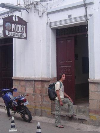 Alojamiento Potosi Hostal: Ubicado en el centro de la ciudad. Tienes al alcance el mercado, farmacias, restaurants, pubs, y