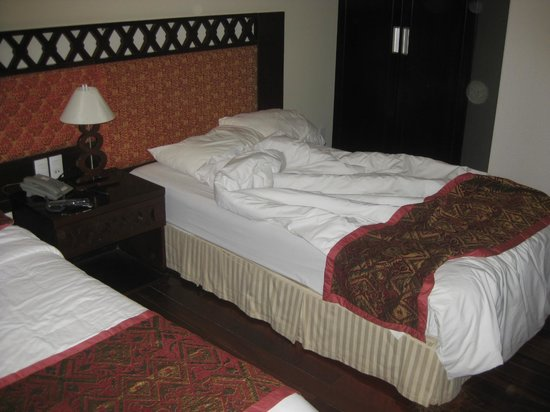Phu Quy 2: Twin beds on the 12th floor.  Decent rooms.