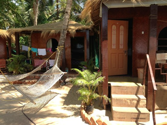 Om Sai Beach Huts: Two of the huts on the grounds