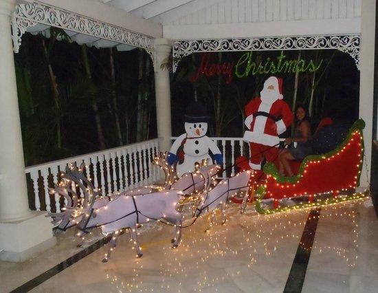 Grand Bahia Principe El Portillo: El lobby decorado por navidad