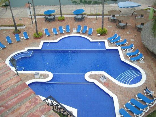 Flamingo Vallarta Hotel & Marina: Pool Area