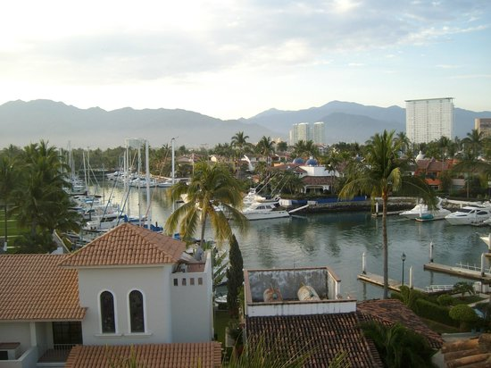 Flamingo Vallarta Hotel & Marina: View out of the Bathroom